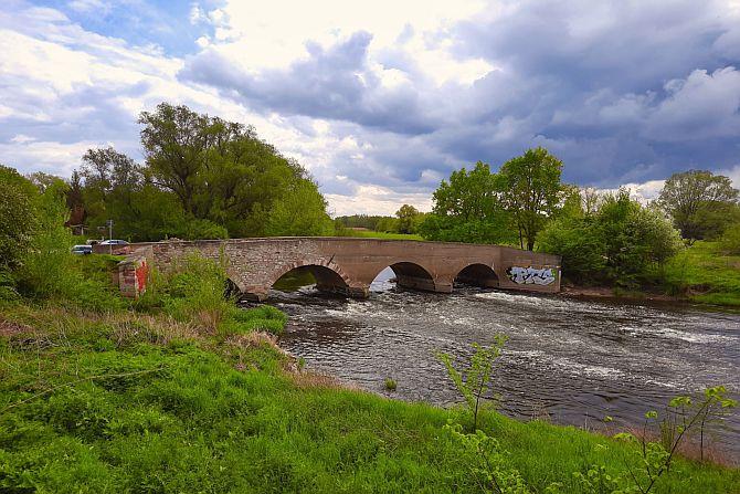 Historische Brücke am Elsterradweg